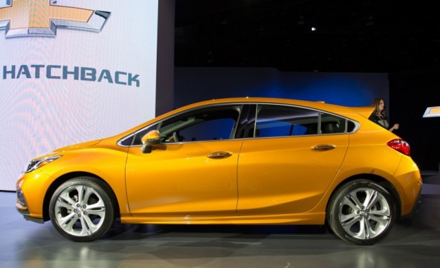 2017 Chevy Cruze Hatchback side
