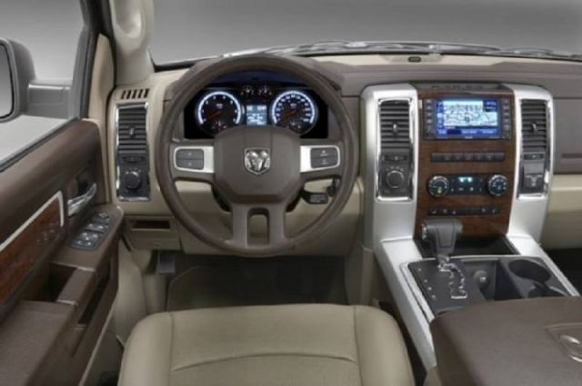 2017 Dodge Dakota - interior
