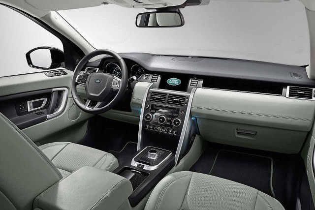 2018 Land Rover Discovery - interior