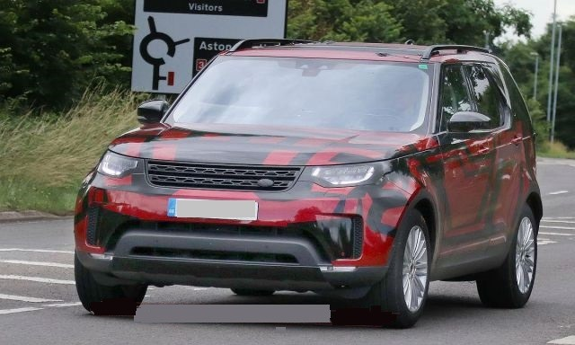 2018 Land Rover Discovery - front