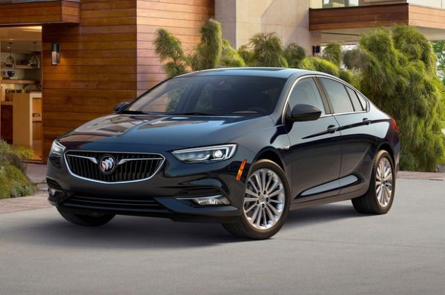 2018 Buick Regal Sportback front view