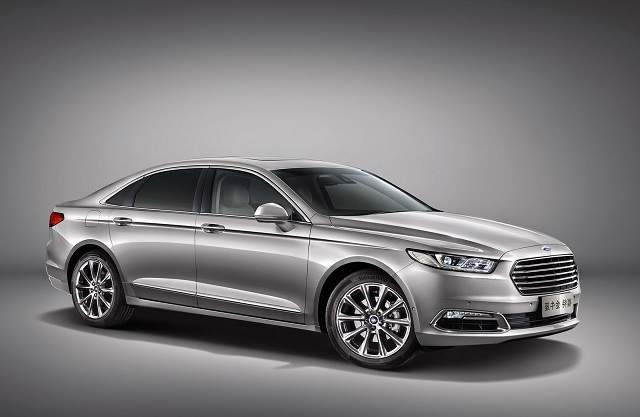 2019 Ford Taurus - front