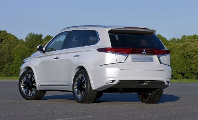 2019 Mitsubishi Outlander - rear
